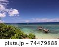 沖縄個古宇利島ハート岩ティーヌ浜でエメラルドグリーンビーチ風景 74479888