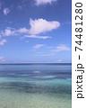 沖縄県本部町備瀬海岸エメラルドグリーン青い海でシーカヤック体験観光 74481280