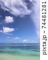沖縄県本部町備瀬海岸エメラルドグリーン青い海でシーカヤック体験観光 74481281