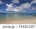 沖縄県本部町備瀬海岸から見るエメラルドグリーン青い海の伊江島 74481287
