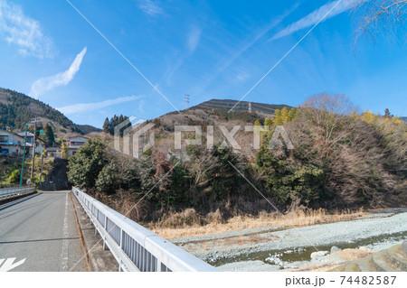 寄バス停付近の大寺橋から見たシダンゴ山 74482587