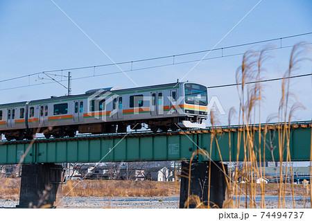 八王子市 「浅川橋りょう」を走るJR八高線 74494737