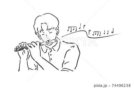 ピッコロを吹く男性 74496238
