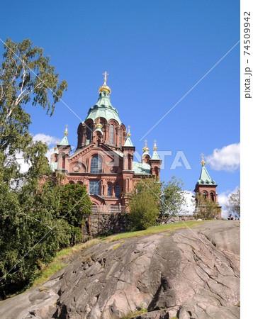 フィンランド・ヘルシンキのウスペンスキー寺院外観 74509942
