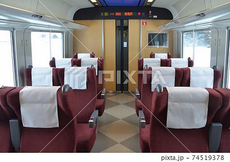 14席のみで個室感覚のクロハ789形の普通席部分 74519378