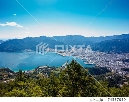 天狗倉山から見る尾鷲湾と尾鷲の街 74537050
