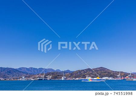 (静岡県)清水港に入港する駿河湾フェリー 74551998