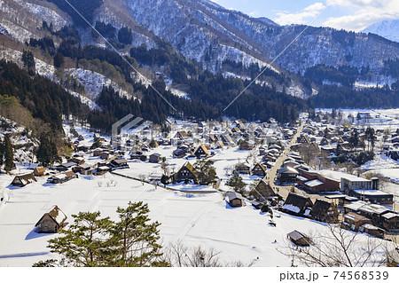 白川郷 雪景色 74568539