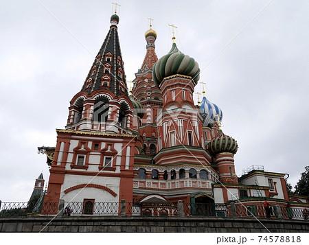 ロシアの伝統的な建物 74578818