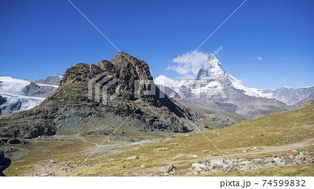 スイス・マッターホルンが遠くに見える景色 74599832