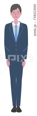まっすぐ立つ スーツを着た男性 74602890