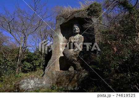 2月 横須賀219弥勒磨崖仏・鷹取山 74619525
