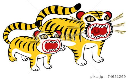 お土産物の張り子の虎の親子 74621269