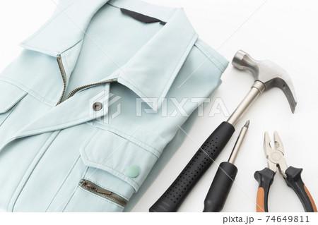 作業着と工具 74649811