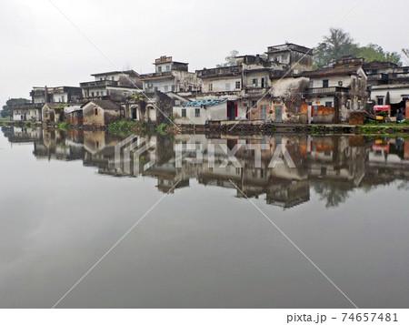 小雨に煙る開平楼閣と村落(中国~世界遺産) 74657481