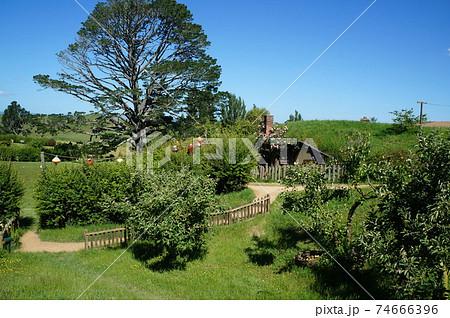 ニュージーランドHOBBITONホビトン映画セットの家 74666396
