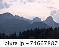 険しい山 74667887