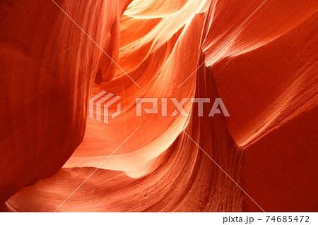 渓谷が作り出したアメリカの世界遺産アンテロープキャニオン 74685472