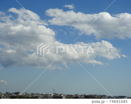 元気な空の風景です!。。穏やかな風景です!!。。気が安まります。。(笑い)。 74691085
