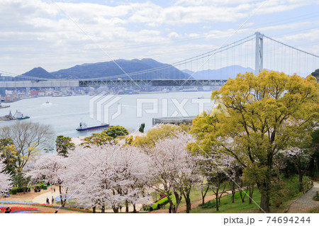 火の山公園トルコチューリップ園と関門橋 74694244