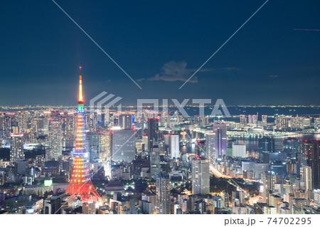 【東京都】1月・夜景・東京の都市風景と東京タワー 74702295