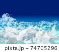 雲の上に大きい雲 74705296