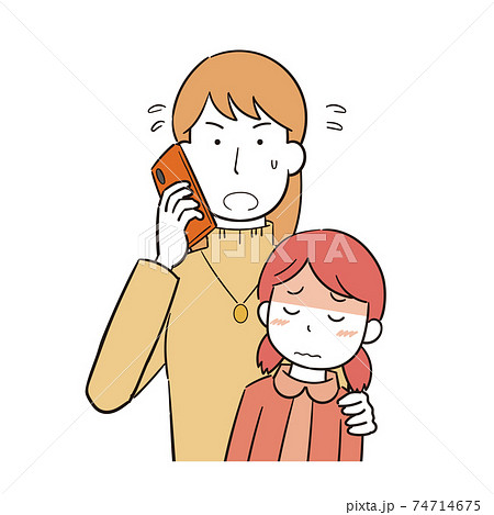 子どもの病気で慌てて電話をかける女性 74714675