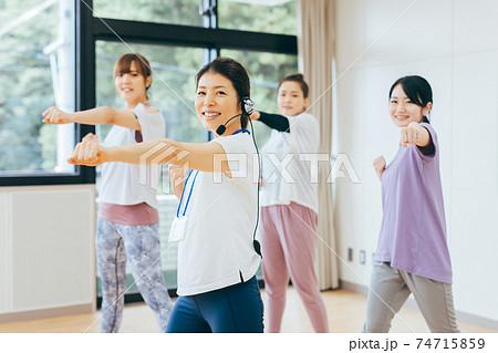 スポーツジム・ダンス・ボクササイズ 74715859