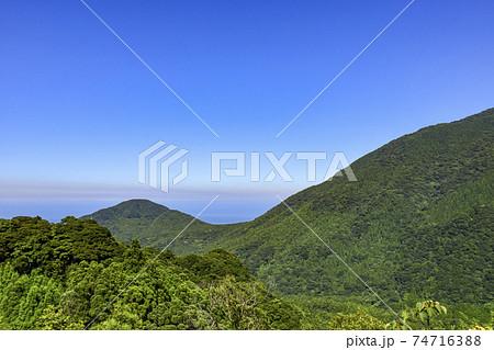 屋久島の白谷雲水峡宮之浦線から見える屋久島の山々 74716388