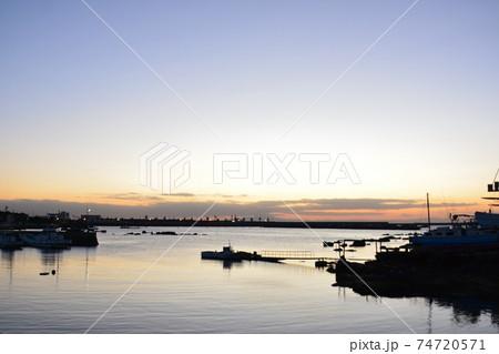 海辺の夕景~神奈川県三浦市海外港 74720571