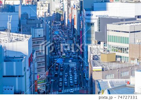 東京の都市風景(新宿から明治通り方向) 74727331