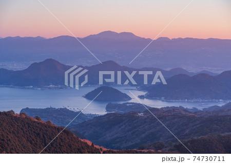 (静岡県)達磨山高原から望む、内浦湾 74730711