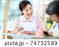 介護イメージ 食事  シニア デイケア 介護福祉士 老人ホーム 74732589