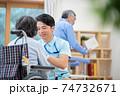 介護イメージ シニア デイケア 介護福祉士 老人ホーム 74732671