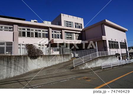 相模原市立青野原小中学校(閉校)06校門と校舎 74740429