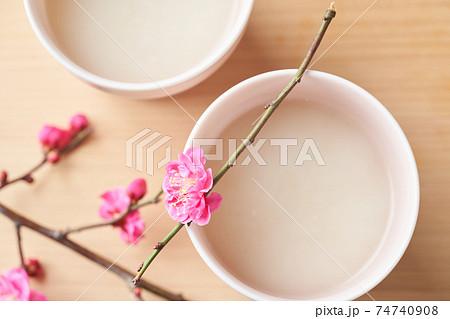 甘酒と桃の花 74740908
