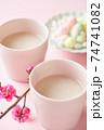 甘酒と桃の花 74741082