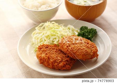 コロッケ 惣菜で手軽に食事 74778903