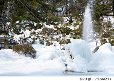 凍った噴水 74788243