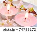 桜のアロマキャンドルと桜の花と粉雪 74789172