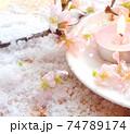 桜のアロマキャンドルと桜の花と粉雪 74789174