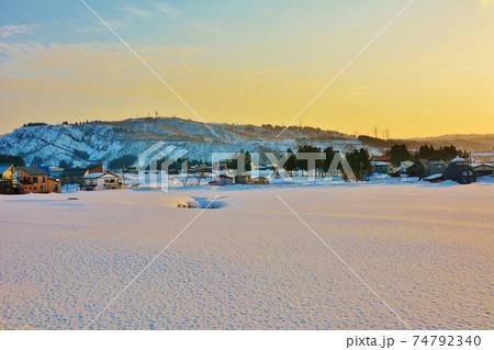 小千谷山本山・小千谷山本山高原雪景色風景 74792340