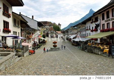 中世スイスの城塞都市グリュイエール 74801104