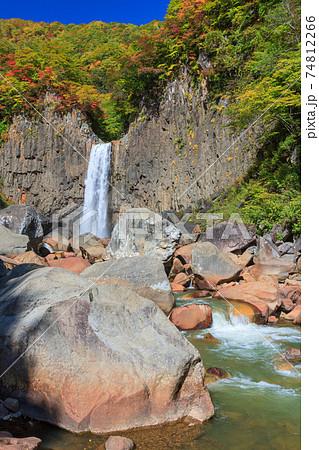 新潟_苗名滝の紅葉絶景 74812266
