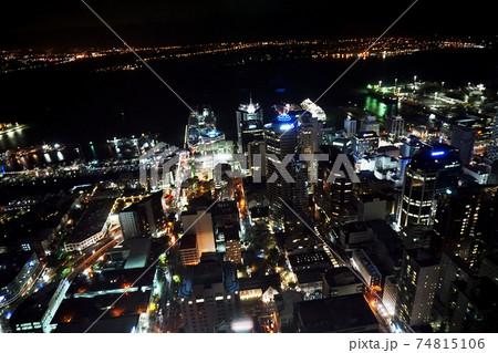 ニュージーランドオークランドタワーからの夜景 74815106