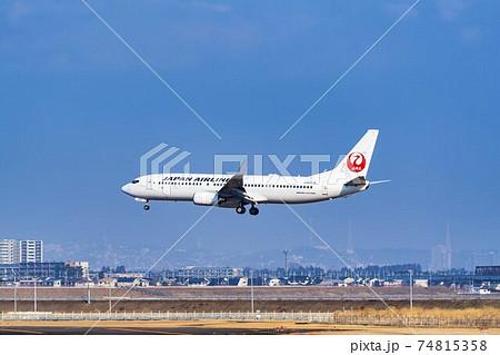 空港の風景 着陸中の飛行機 宮城県名取市 74815358