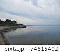 海岸沿いを散策 74815402