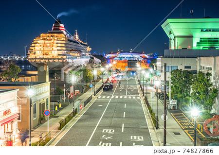 《神奈川県》横浜港町の夜景・大さん橋 74827866