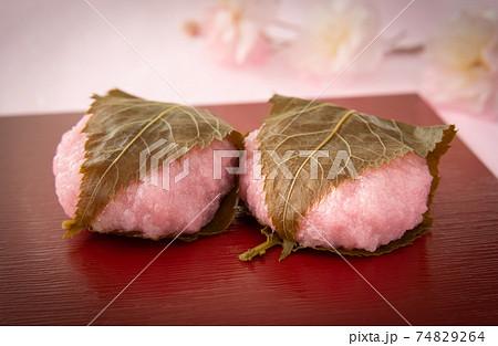 桜餅と桜 和菓子 道明寺 春 74829264
