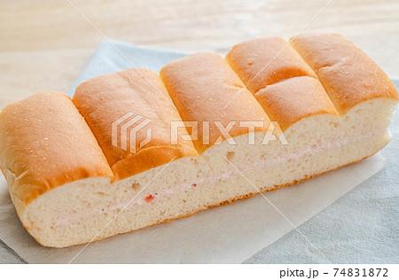 信州名物 牛乳パン春限定のイチゴ味 74831872